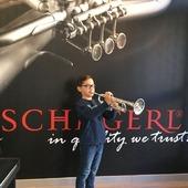 Con ese porte que tiene tocando y el modelo que ha elegido Julen Hernández Mussons, estamos seguros que tendrá muchos éxitos! Trompeta Schagerl TR 620S, el modelo ideal que les hace más fácil su progreso. Nos encanta ser partícipes de su ilusión!😊 #trompeta#trumpet#schagerltrumpet#schagerl#schagerlespaña#neomusica#music